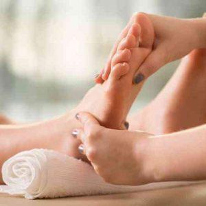 massaging feets